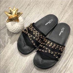Velvet Slippers With Chains